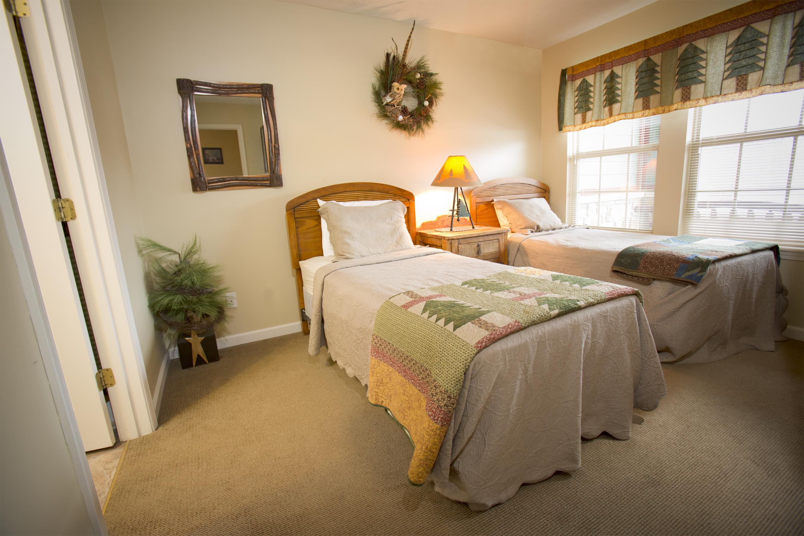 ... Click To Enlarge Image Salt Creek Lodge Bedroom 2 ...